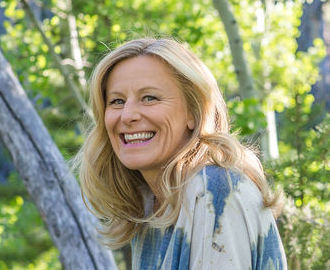 Leisa Peterson, Abundance Coach, Podcast Host, and Author. Discover your relationship with Chakras and Money